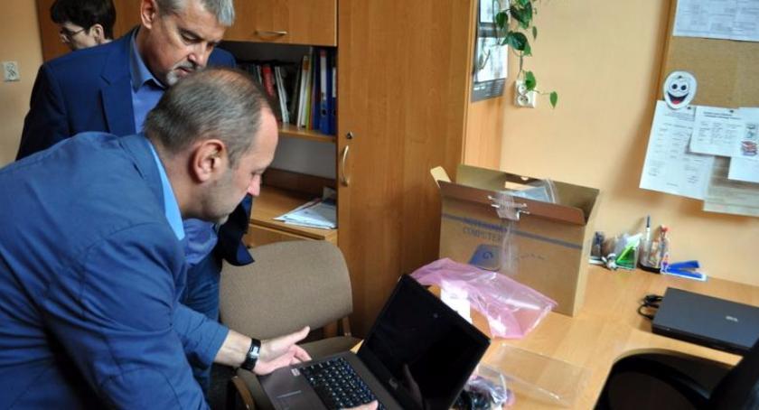 Wydarzenia, Laptopy oleśnickich szkół - zdjęcie, fotografia