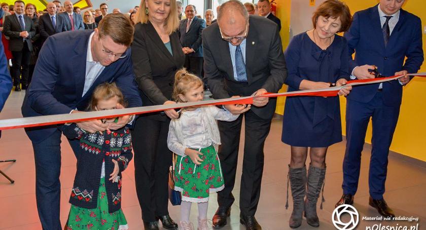 Wydarzenia, Maluchy Dobroszyc mają nowoczesne przedszkole placem zabaw - zdjęcie, fotografia
