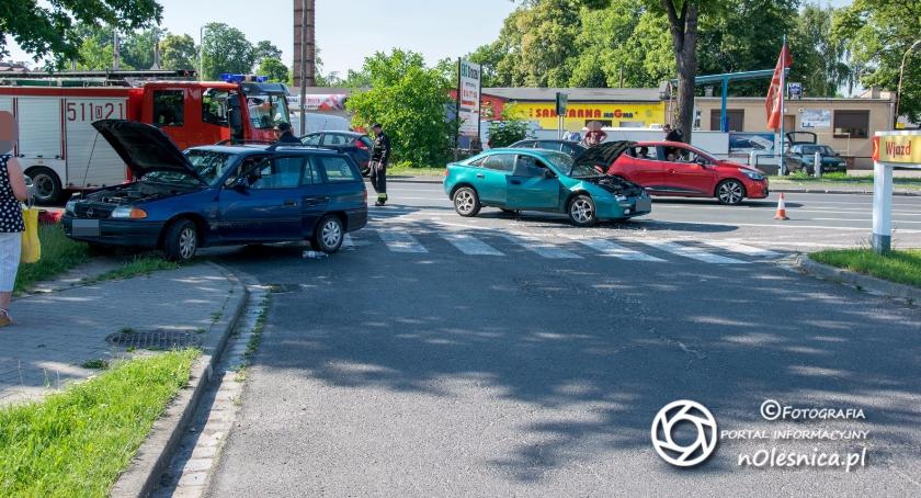 Wypadek i ucieczka kierowcy - VIDEO -  FOTO